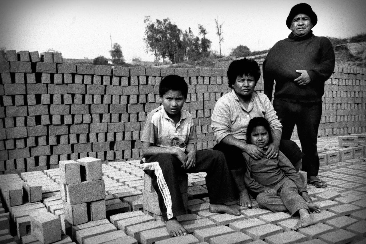Juan Huachaca's family, all of whom work at the brick factory.