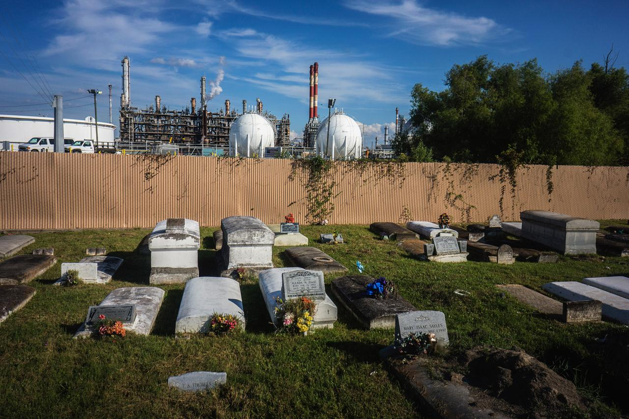Greenhill Cemetery is all that remains of the former sugarcane plantation of Taft, where in the early 1960s residents were moved out to make room for Union Carbide and Dow Chemicals.