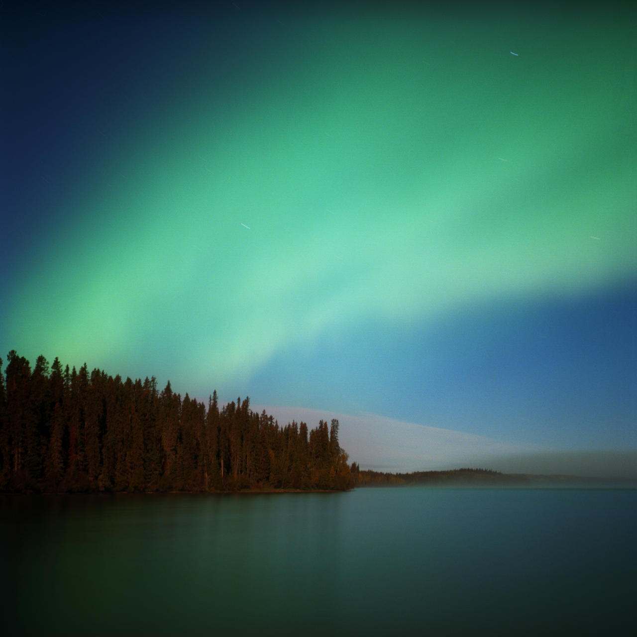 The northern lights are seen over Fort McKay's Moose Lake Reserve. (Aaron Vincent Elkaim)