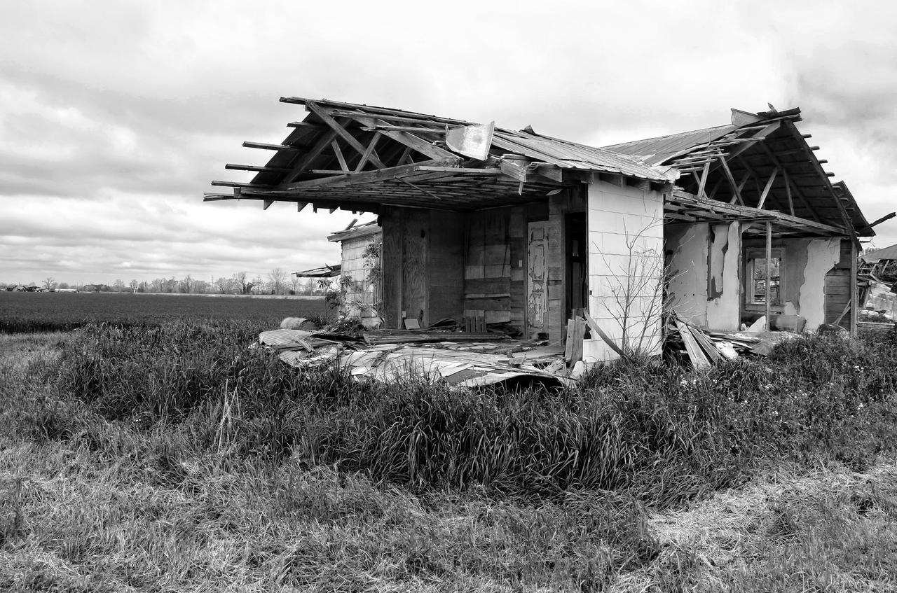 A forgotten and abandoned Louisiana farmhouse is found just before crossing into Texas.